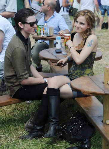 Emma Watson wallpaper possibly with a park bench and a hip boot entitled 2010 Glastonbury Musica Festival in Somerset, England (25.06.10) [HQ]
