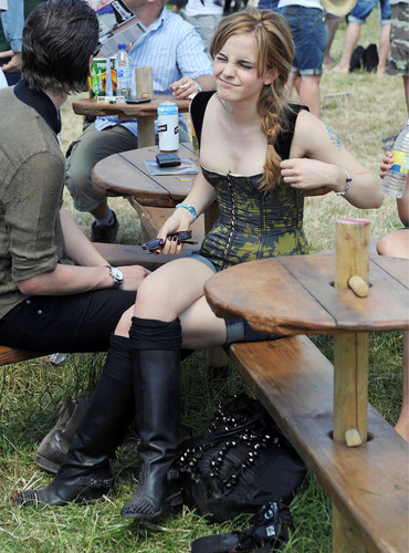 emma watson wallpaper called 2010 Glastonbury música Festival in Somerset, England (25.06.10) [HQ]