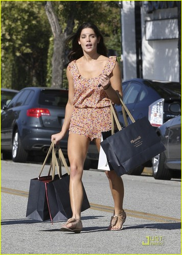 Ashley Greene: Shopping In Short Shorts!