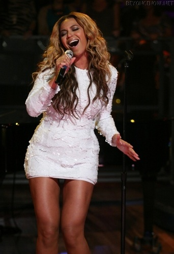 Beyonce - Late Night with Jimmy Fallon - July 28, 2011