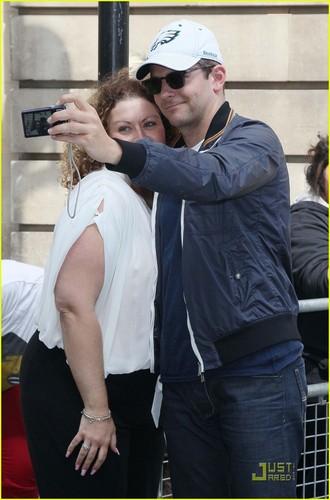 Bradley Cooper: Arthur Ashe Kids' 日 テニス Player!