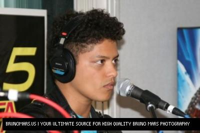 브루노 마스 바탕화면 titled Bruno Mars