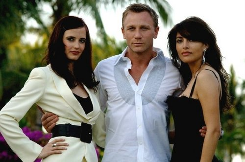 Daniel Craig Hintergrund with a bridesmaid entitled Daniel Craig♥