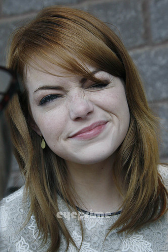Эмма Стоун Обои containing a portrait entitled Emma Stone : The Help Benefit Screening