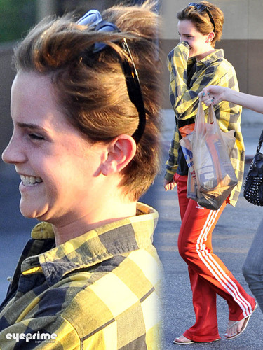 Emma Watson leaves a Grocery Store in Santa Monica
