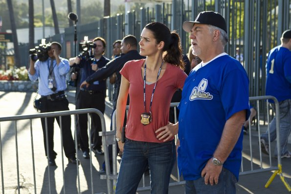 http://images4.fanpop.com/image/photos/24100000/Episode-2-05-Don-t-Hate-the-Player-Promotional-Photos-rizzoli-and-isles-24138447-595-397.jpg