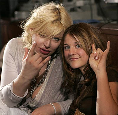 http://images4.fanpop.com/image/photos/24100000/Frances-Bean-Cobain-frances-bean-cobain-24134793-400-391.jpg