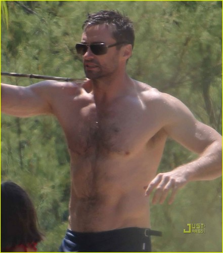 Hugh Jackman: Shirtless in St. Tropez!