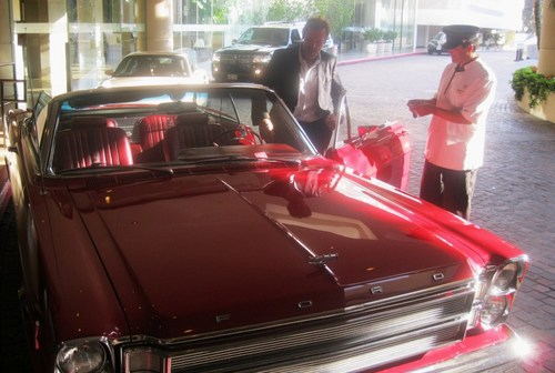 Hugh Laurie arrived in his awesome car at the TCA last night-30.07.2011