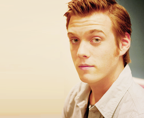 Jake Abel fondo de pantalla possibly containing a portrait called Jake