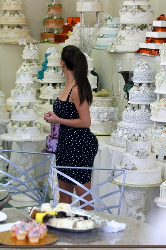 Kim And Kris koop For A Wedding Cake At Hansen's- 7/29/11