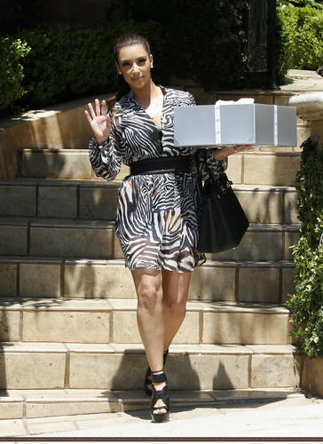 Kim & Kourtney Attend Mel B's Baby douche - 7/30/11