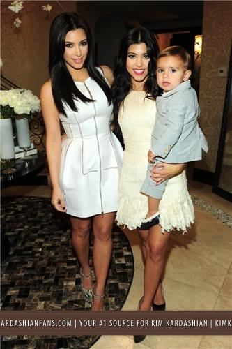 Kim & Kris' Engagement Party Hosted da Khloe Kardashian - 6/2011