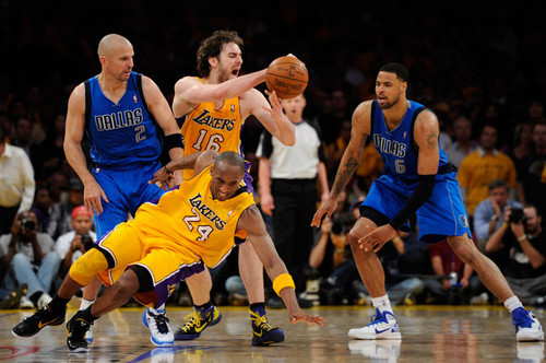 Los Angeles Lakers wallpaper with a dribbler, a basketball player, and a basketball entitled Los Angeles Lakers