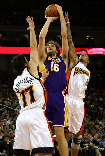 Los Angeles Lakers wallpaper containing a basketball player titled Los Angeles Lakers