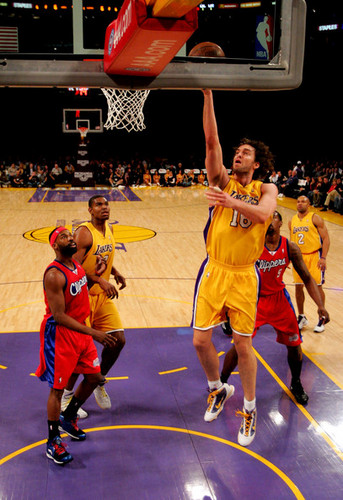 Los Angeles Lakers wallpaper with a basketball player, a dribbler, and a basketball titled Los Angeles Lakers