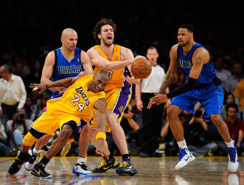 Los Angeles Lakers wallpaper containing a basketball, a dribbler, and a basketball player entitled Los Angeles Lakers