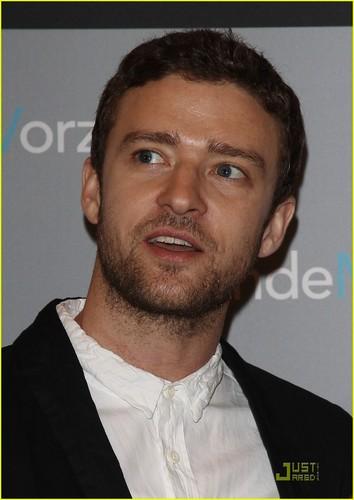 Mila Kunis & Justin Timberlake: 'Friends' in Berlin!