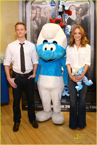 Neil Patrick Harris & Jayma Mays Build a Smurf!