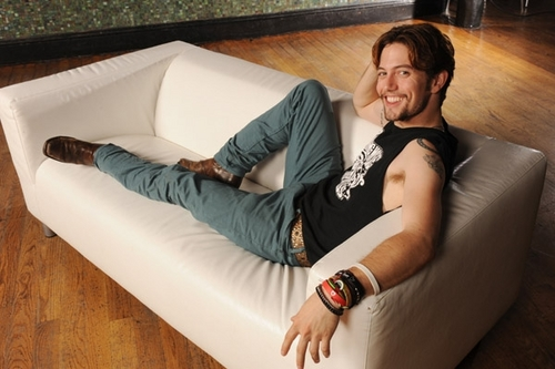 New photoshoot of Jackson Rathbone and 100 monkeys