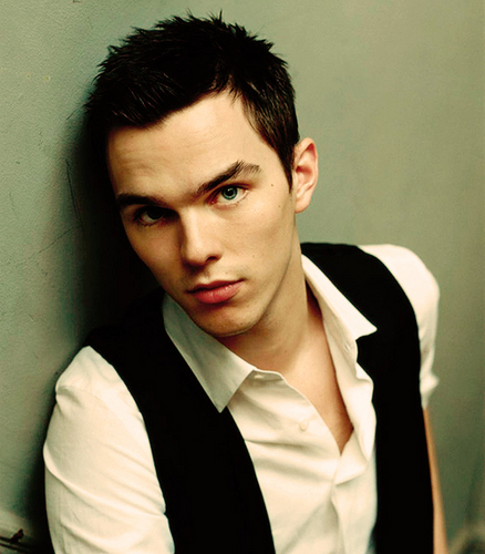Николас Холт Обои containing a business suit titled Nicholas Hoult