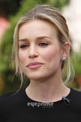 Piper Perabo on the Extra toon at The Grove in Hollywood. July 28.