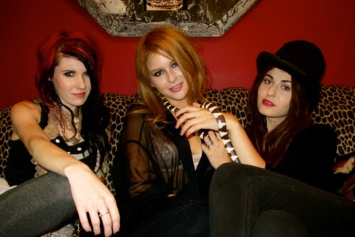 Scout Taylor-Compton wallpaper probably with a drawing room titled Scout hanging with Sammi and Renee