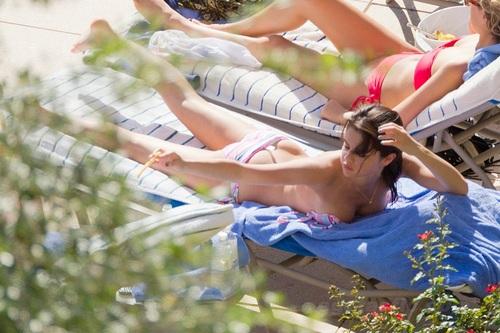 Selena - At A Pool In Orlando, Florida - July 29, 2011