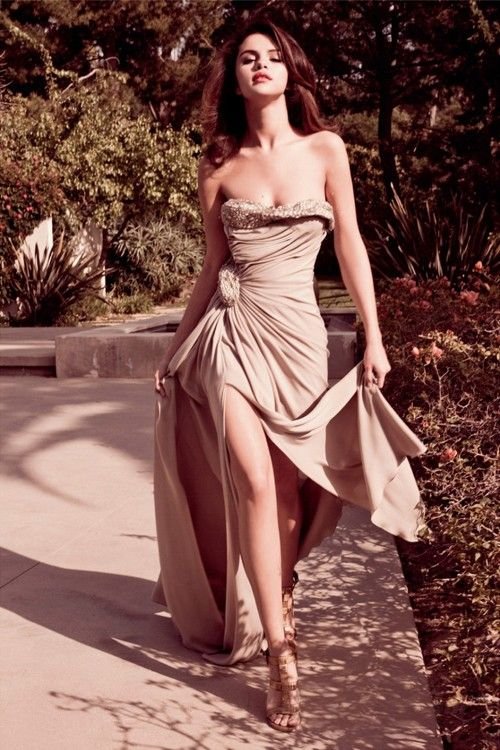 http://images4.fanpop.com/image/photos/24100000/Selena-Elle-Mexico-August-2011-Photoshoot-selena-gomez-24120516-500-750.jpg