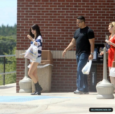 Selena Gomez purchasing snacks out in Florida-July 30,2011