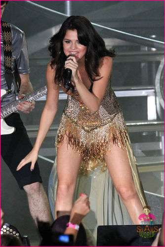 Selena Gomez wows the crowd as she performs live on stage in Boca Raton, Florida