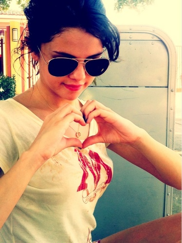 Selena - New Twitter Pictures