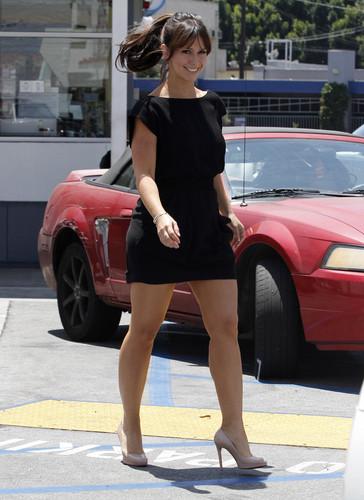Shopping At 프레드 Segal In LA 27 07 2011