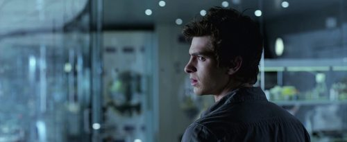Andrew Гарфилд Обои possibly with a portrait entitled The Amazing Spider-Man Trailer