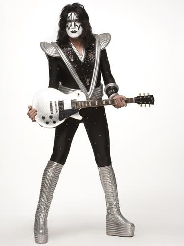 baciare Guitarists wallpaper called Tommy Thayer *-* ♥
