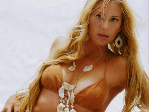 Anna Kournikova in See My Necklace