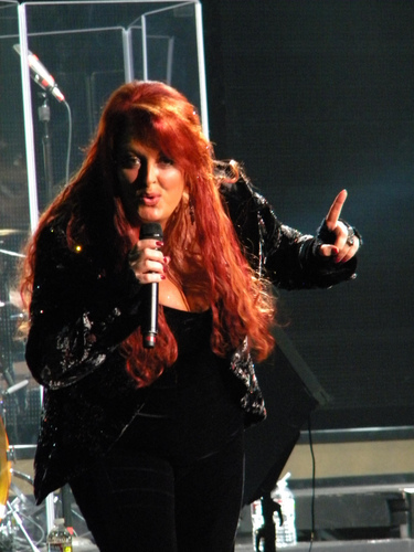 Wynonna Judd wallpaper probably with a concert called Wynonna