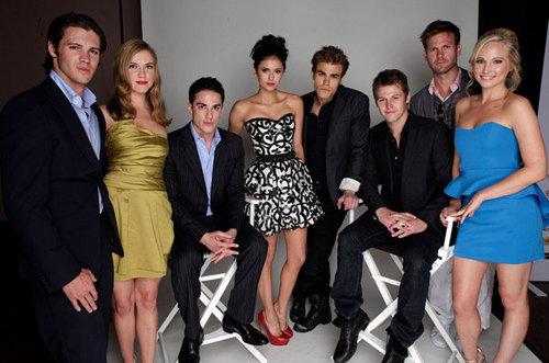 the stars of vampire diaries dating