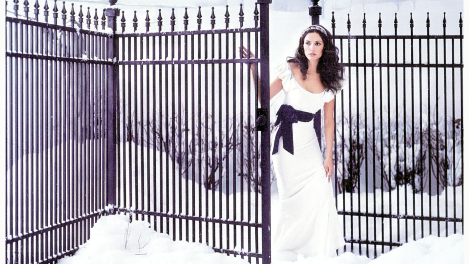 Фото девушек на фоне ворот