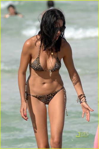 Pelakon wanita kertas dinding containing a bikini called Adriana Lima: Bikini Babe in Miami!
