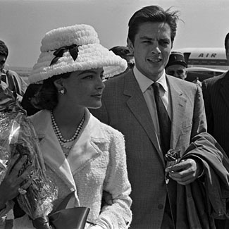 알랭 들롱 바탕화면 containing a business suit entitled Alain Delon and Romy Schneider
