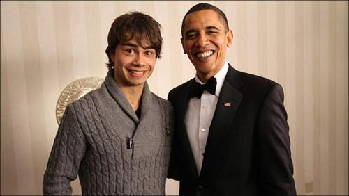 Alexander Rybak wallpaper probably with a suit, a business suit, and a three piece suit titled Alexander Rybak & Barack Obama