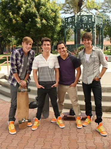 "Big Time Rush ""Worldwide dia of Play!"""