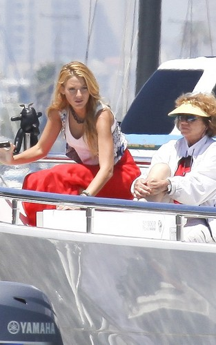 Blake Lively wallpaper probably with a pontoon entitled Blake Lively, Chace Crawford and Ed Westwick filming Gossip Girl in a yacht in Long Beach, CA (Augus