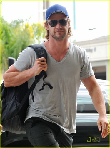 Chris Hemsworth: 'Avengers' Teaser Clip Released!