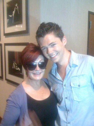 Damian and Sharon Osbourne from the NBC all estrella red carpet event!!.