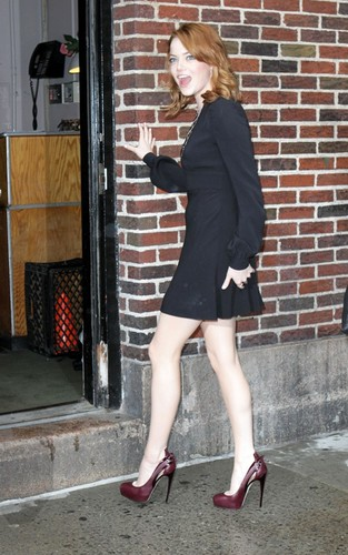 """Emma Stone arriving for her appearance on the """"Late Показать with David Letterman"""" (August 3)."""