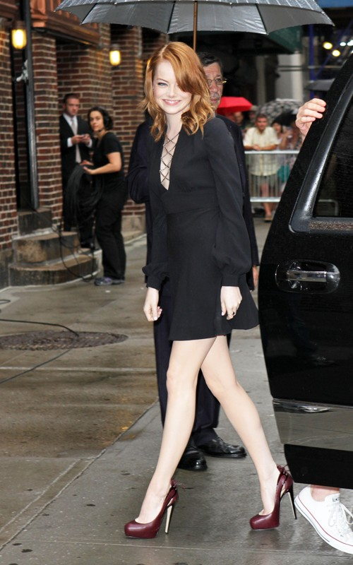 "Emma Stone arriving for her appearance on the ""Late onyesha with David Letterman"" (August 3)."