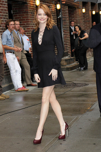 Emma Stone visits the Late hiển thị with David Letterman in NYC, Aug 3