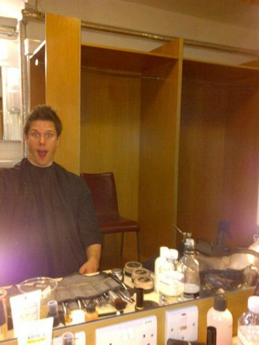 Il Divo wallpaper with a brasserie and a dinner table titled Gettin all pretty for th'show. Lol